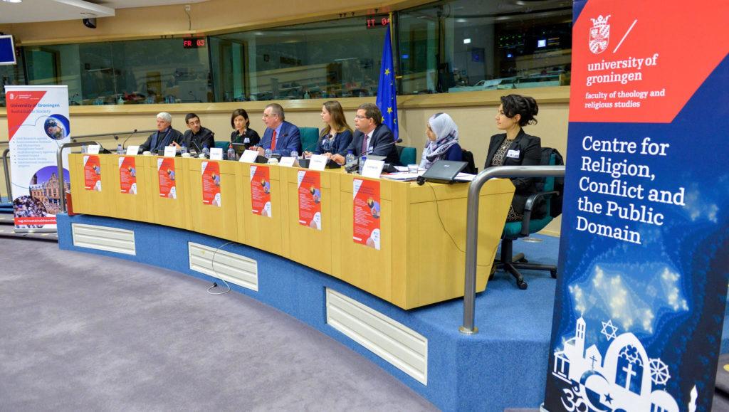 Erin Wilson, toenmalig directeur van het centre religion conflict and globalisation, tijdens een roundtable bij het Europese parlement georganiseerd door het Groninsgse interfacultaire onderzoekscluster sustainable society.