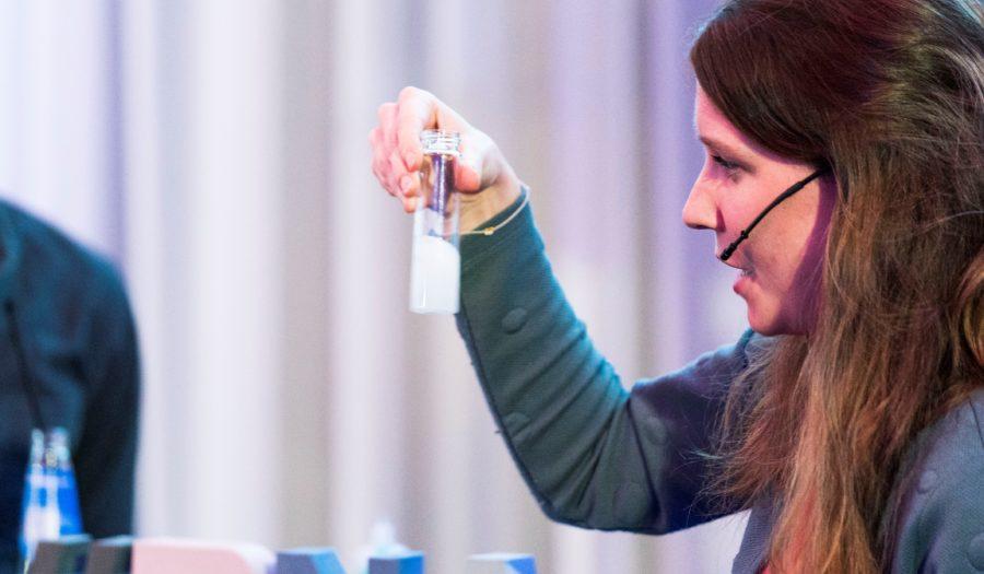 Karin van der Tuin bij populair-wetenschappelijke lezing