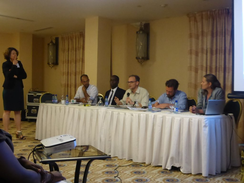 Presentatie van onderzoek aan mijnbouwers, ambtenaren, politici en andere belangstellenden, Paramaribo, Suriname.