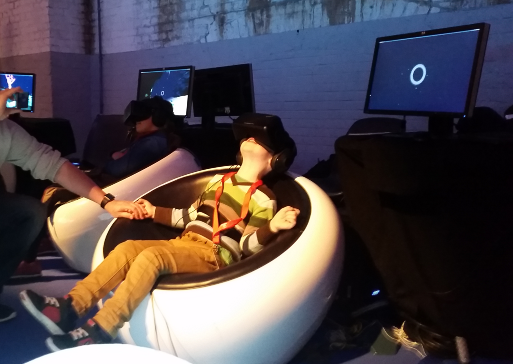 Foto © Arend Lobel 2015. Kind tijdens een VR-experience op Cinekid